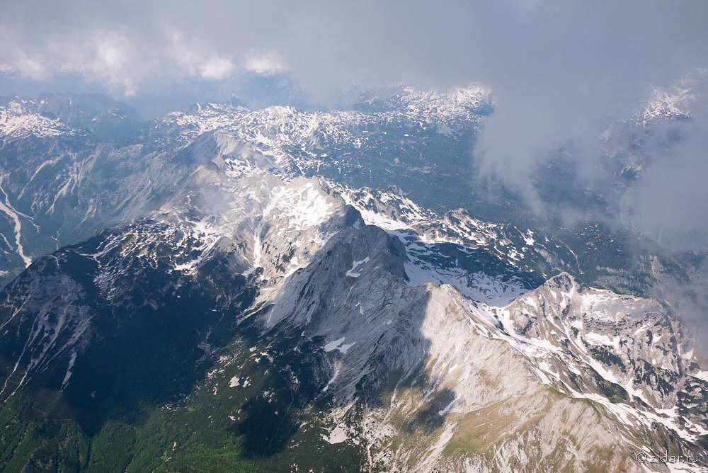 Вид из под облака на главный хребет, высота 3200