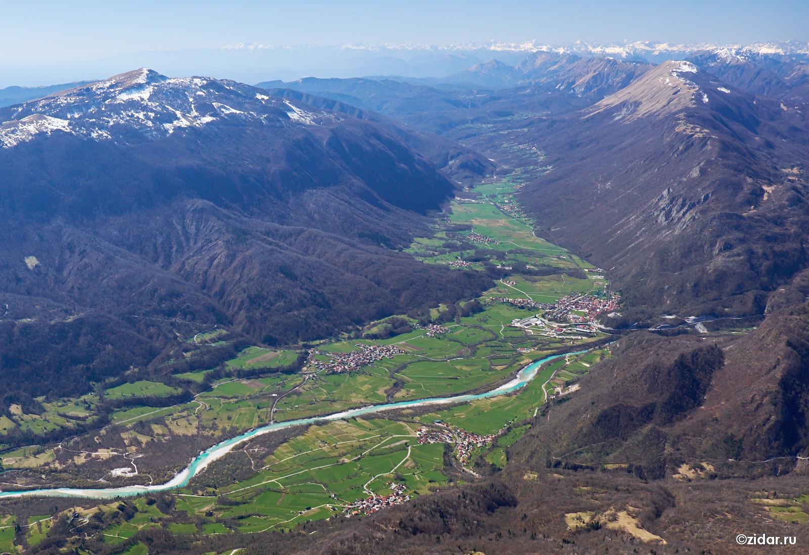 Вид с Крна на долину и Кобарид