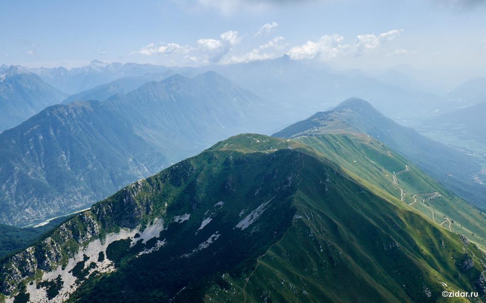 Вид по хребту Стол из Италии в сторону Кобарида