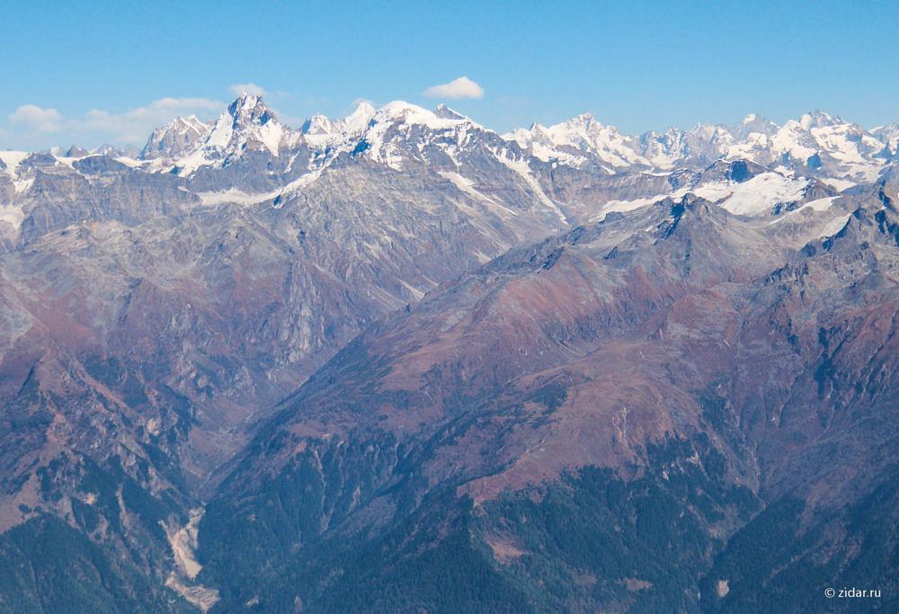 Живописные снежные вершины