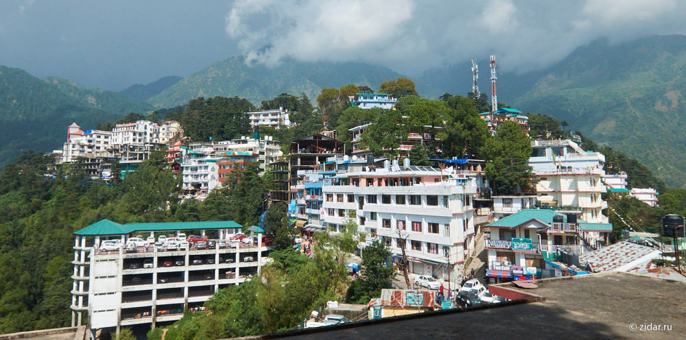 Вид из резиденции далай-ламы на городок